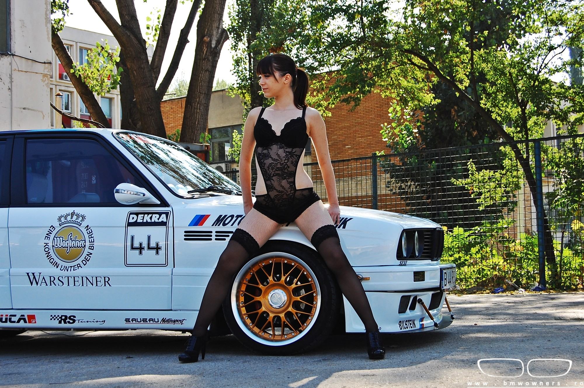 Bimmer And Babe Bmw Seria 3 E30 Si Hanna Stiri Bmw